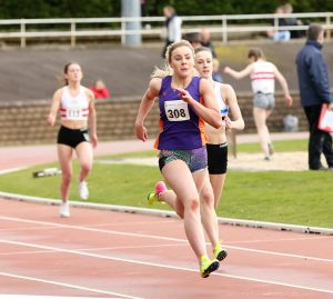 Katie Sharkey (308) showing fine form in the 200m